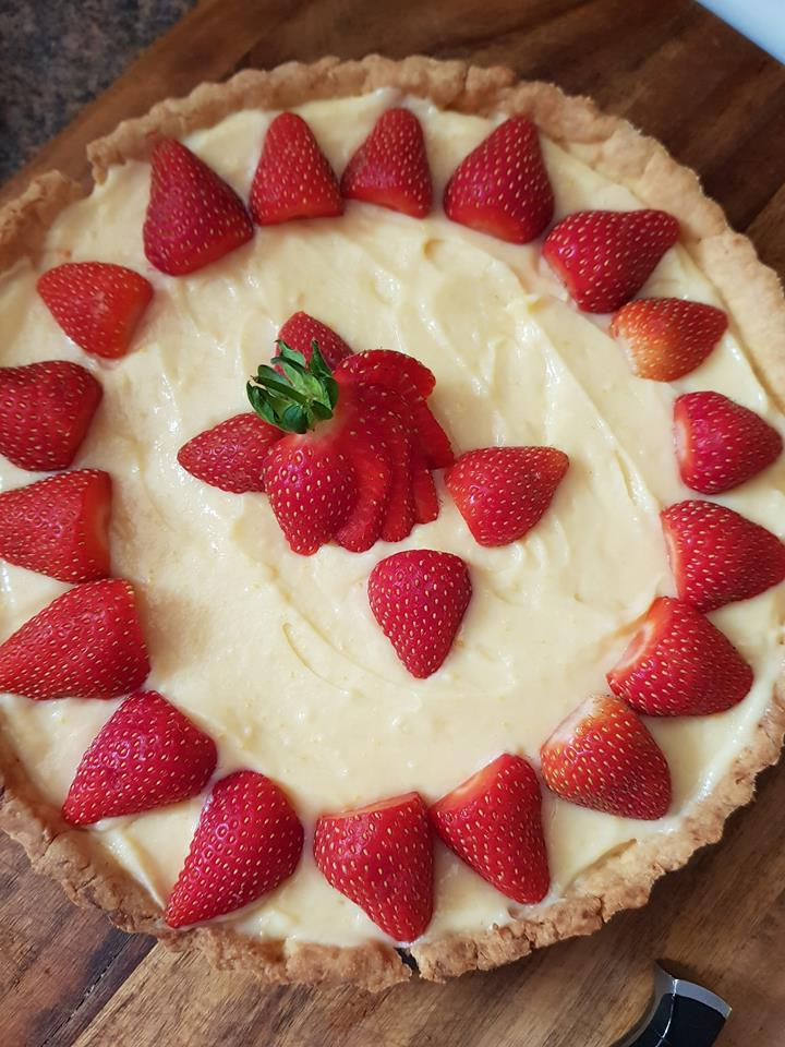 Pastry cream tart with strawberries